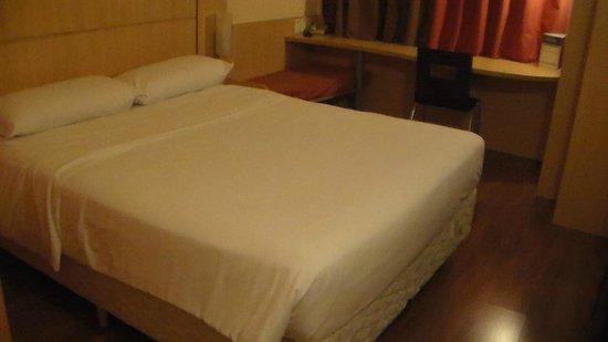 Ibis Hotel Blumenau : cama