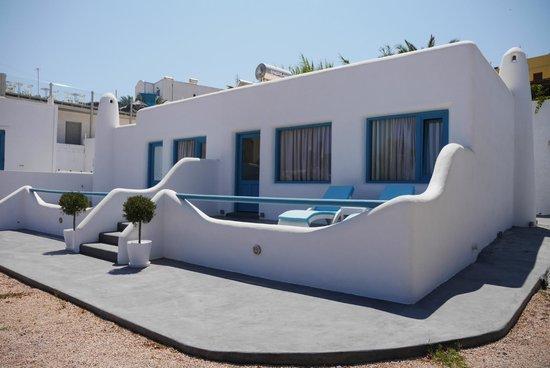Evgenia Villas & Suites: Outside our suite