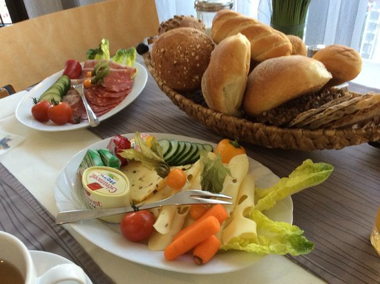 Hotel Heymann: Breakfast is Served!
