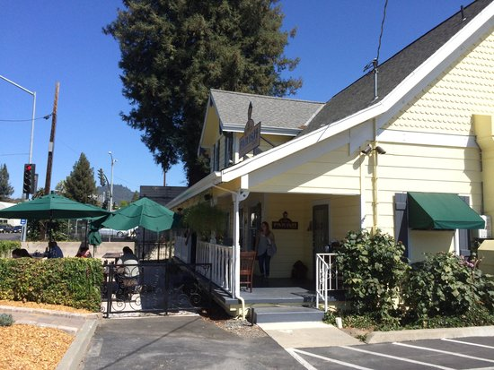 Parish Cafe : Out door seating