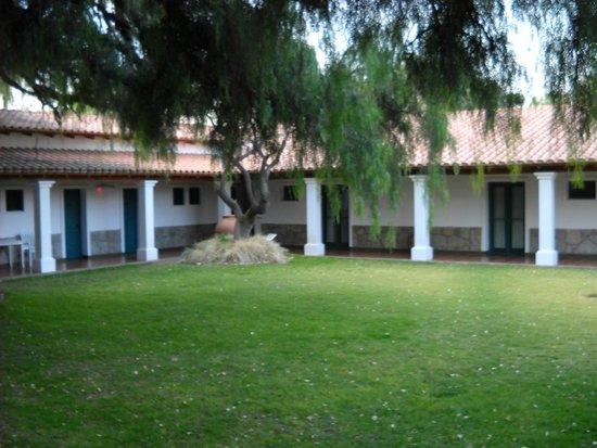 Hosteria ACA: vista del jardin interno
