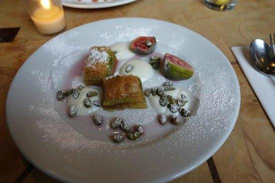Cafe Gandolfi : Baklava based dessert