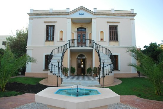 Halepa Hotel : Hotel and courtyard