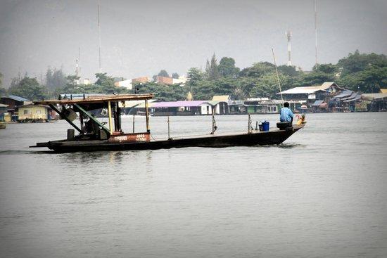 Kasem Island Resort: Boat