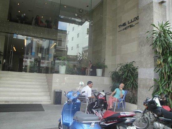 The Luxe Hotel: FAÇADE