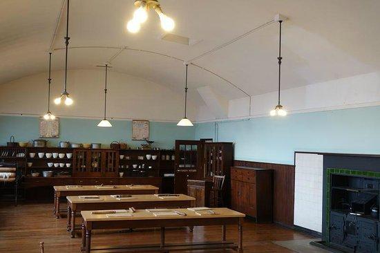 Scotland Street School Museum: Old home economics classroom