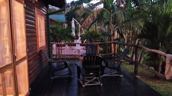 Costa del Sol Iguazú: sitting area outside-view to the river