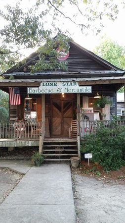 Lone Star Barbecue & Mercantile: Thr main bldg.