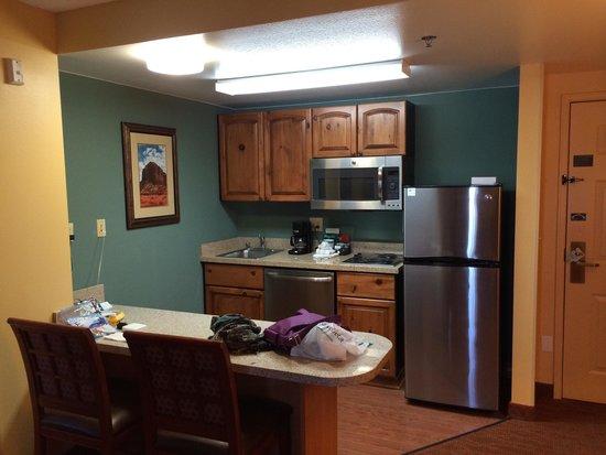 Homewood Suites by Hilton Phoenix-Metro Center: Kitchenette