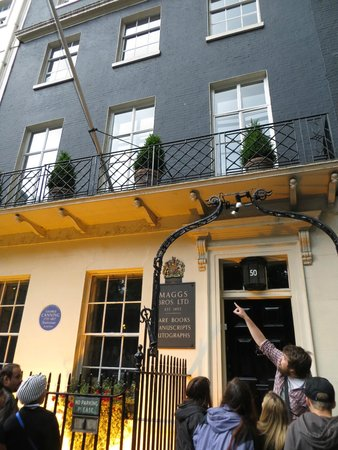 Best Tours : Outside the most haunted house in London with Tour Guide Tom