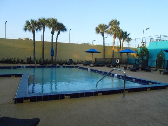 Embassy Suites by Hilton West Palm Beach Central: Pool