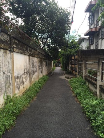Baan SongJum Wat Ket : The cool pathway to Baan Songjum