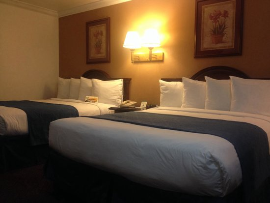 Quality Inn: Two Queen Beds