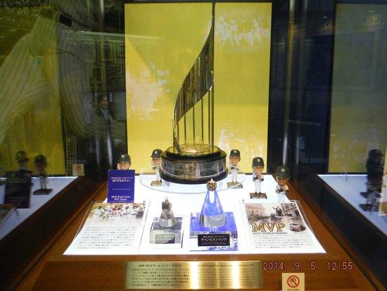 Matsui Hideki Baseball Museum: ほんの一部のトロフィー
