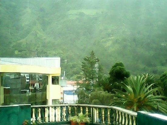 Erupcion Art Hotel & Hostel: Vista desde la tertaza de Hostal Erupción
