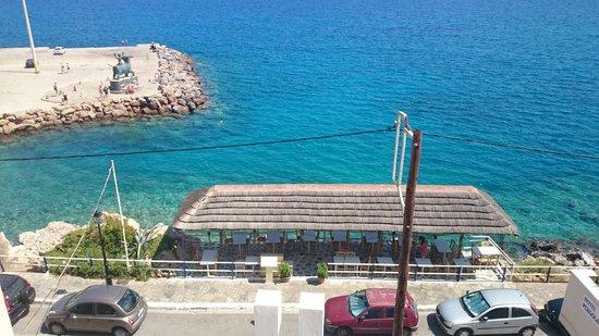 Pergola Hotel: Le bas de l'hôtel côté mer.