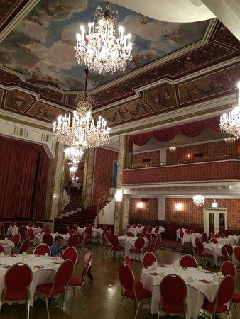 Austria Trend Parkhotel Schoenbrunn Vienna : 朝食のレストラン