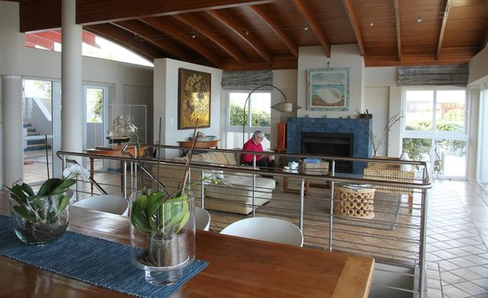 Periwinkle Guest Lodge: Lounge
