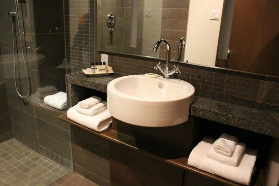 Hôtel 71 : The bathroom, very modern!