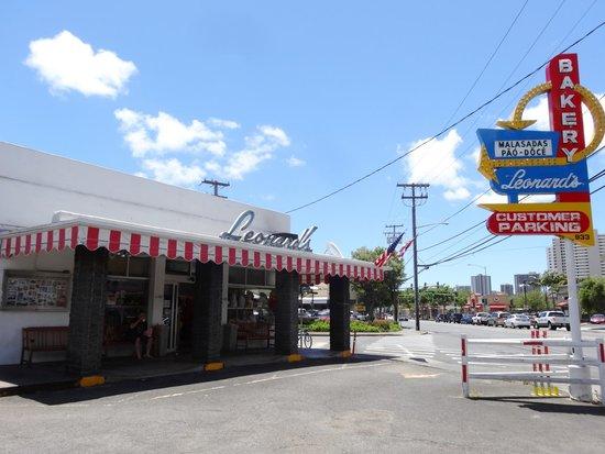 Bakery exterior - Picture of Leonard's Bakery, Oahu - Tripadvisor