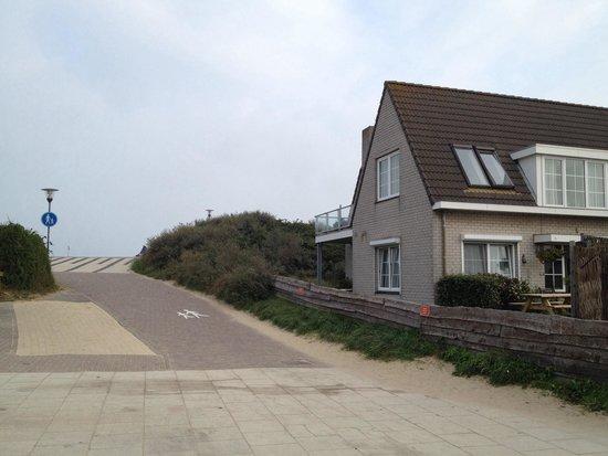 Hotel Zonneduin: Weg zum Strand (direkt neben dem Hotel)