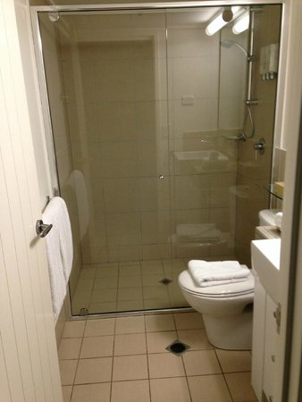 Best Western Plus Cairns Central Apartments : bathroom