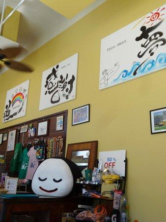 Musubi Cafe Iyasume: Cute decor with giant onirigi
