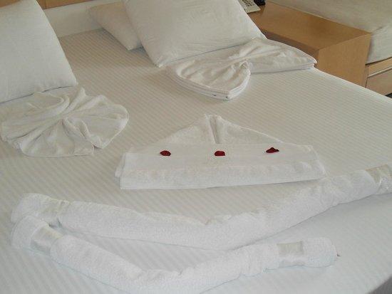 Almyrida Residence: Towel Art - Ship