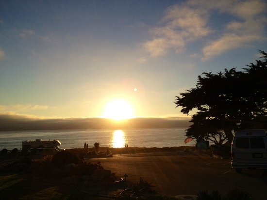 Cambria Shores Inn: Beautiful Sunset viewed from the hotel