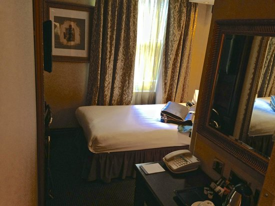 Shaftesbury Hyde Park International: Single room