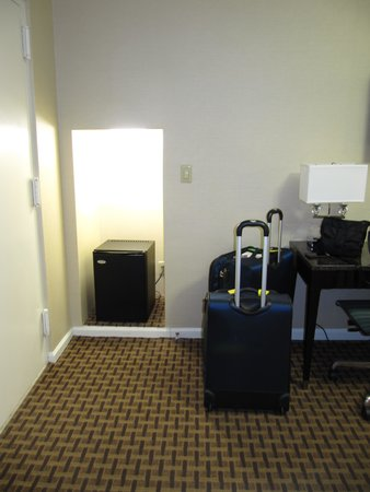 Hotel Metro: Plenty of floor space to open cases