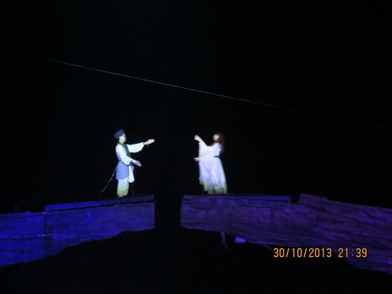 Tianmen Fox Fairy Show: The two lovers meet towards the end of the show