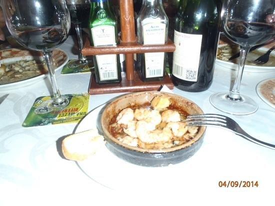 Leo's : Sizzling prawns and garlic, yummy.