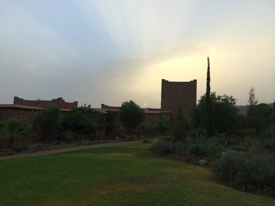 Kasbah Angour Atlas Mountains Hotel: sunrise over the hotel