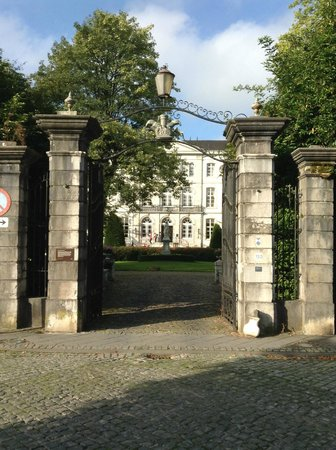 Kasteel Bloemendal: Entrance to the Hotel
