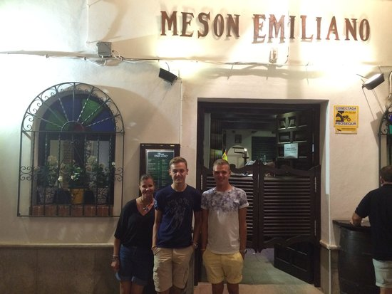 Meson Emiliano: What a gem, excellent food friendly advice, great atmoshere and specials to die for well worth a