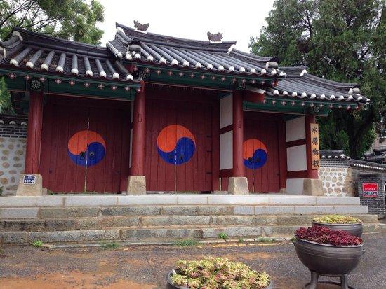 Suwonhyanggyo Confucian School