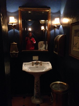Cafe Pushkin: Bathroom downstairs worth photographing