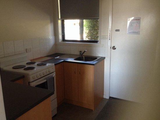 Tamar River Villas: Kitchen