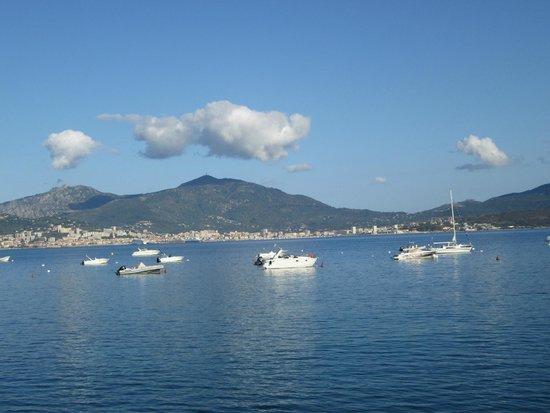 U paradisu: Vue depuis la terrasse sur le golfe d'Ajaccio