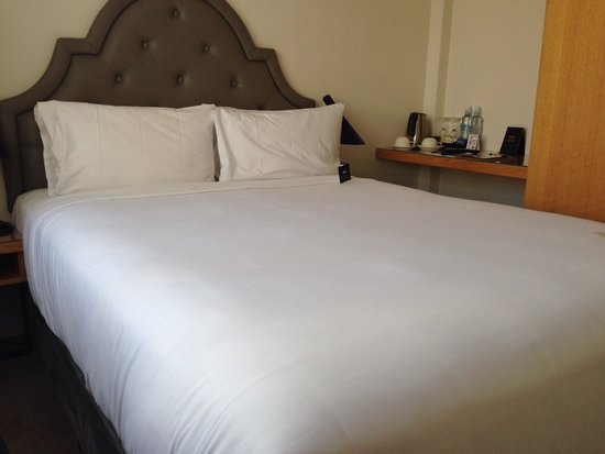 Pensione Hotel Perth: Smallish but very clean room