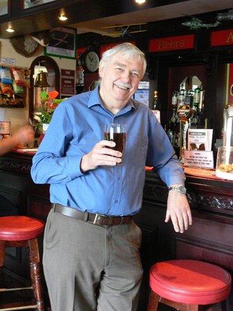 Clyffe Pypard, UK: Enjoying a sip of Somerset & Dorset ale