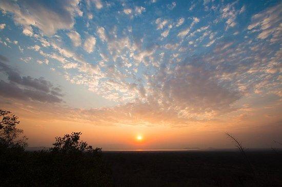 Maweninga Camp : Sunset from the veranda