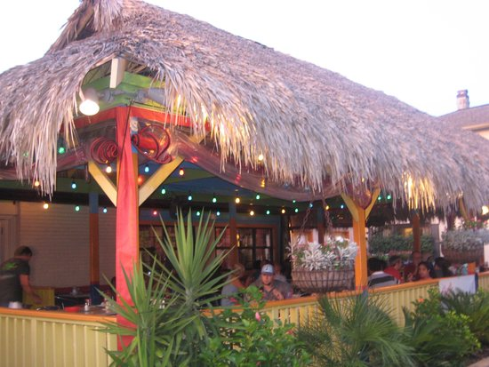 Chuy's Restaurant: Outside seating area