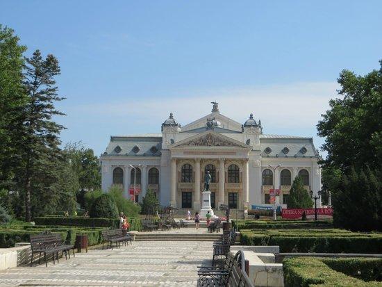 Teatrul National Vasile Alecsandri: Vue générale