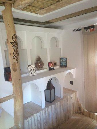 Chez Pierre: Ogni angolo della stanza è curato nei dettagli. Adoro il legno decorato e intarsiato.