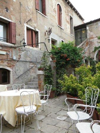 Hotel Al Sole: garden area