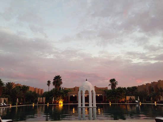 Sahara Palace Marrakech: Pool area around sunset