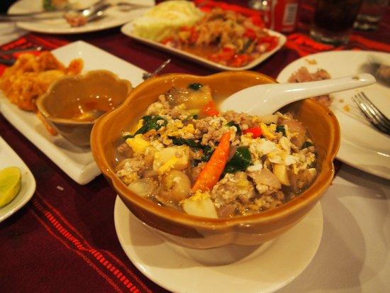 Tamnak Lao Restaurant : a fresh minty soup