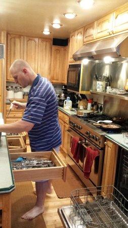 Alaska House of Jade Bed and Breakfast : Zack